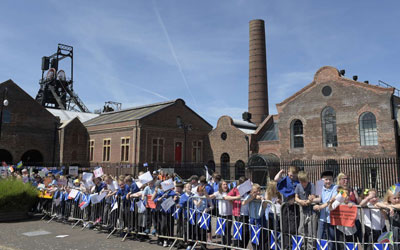 Pupils prepare for the baton's arrival to the Scottish Mining Museum